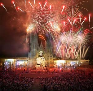 SPAIN – Santiago de Compostela celebrates its patron saint with an audiovisual and fireworks show by Acciona Producciones y Diseño