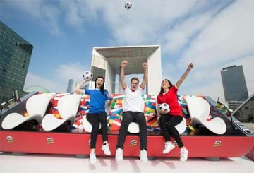 UK – Pringles celebrates the passion for football with the 'Super Sofa'